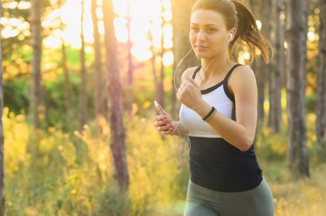 散歩や軽い運動でストレスを解消